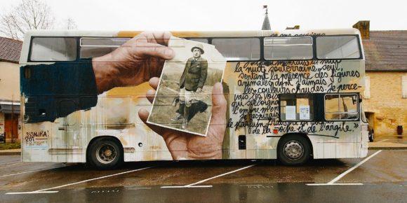 De l'art pariétal à l'art contemporain – le bus anglais